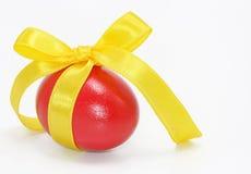 Huevo de Pascua rojo Foto de archivo libre de regalías