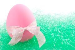 Huevo de Pascua rosado Foto de archivo