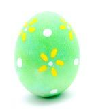 Huevo de Pascua verde pintado aislado Imagen de archivo