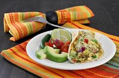 Huevo del desayuno y taco mexicanos del chorizo con pico de Gallo, avoca imágenes de archivo libres de regalías
