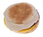 Huevo del tocino y emparedado del queso en un mollete inglés Fotos de archivo libres de regalías
