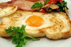 Huevo embutido en tostada Fotografía de archivo libre de regalías