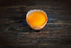 Huevo en cáscara crudo Fotos de archivo