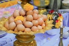 Huevo en el cuenco Phan Imagenes de archivo