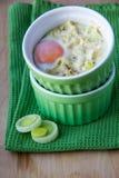 Huevo en taza con el puerro Fotografía de archivo libre de regalías