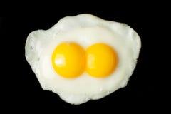 Huevo frito de las dos-yemas de huevo Fotos de archivo
