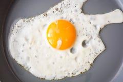 Huevo frito en el sartén imagen de archivo libre de regalías