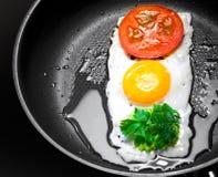 Huevo frito en la dimensión de una variable del semáforo Imagen de archivo