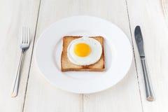 Huevo frito en tostada Fotos de archivo