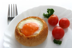 Huevo llenado bollo cocido al horno Foto de archivo libre de regalías