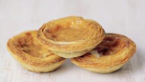 Huevo portugués típico de en colores pastel agrio nata con canela almacen de video