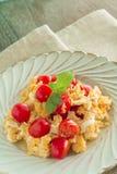 Huevo revuelto con los tomates Foto de archivo libre de regalías