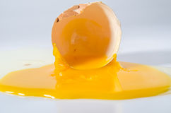 Huevo roto Imagenes de archivo