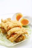 Huevo salado con los pescados fritos imágenes de archivo libres de regalías