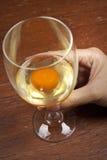 Huevo sin procesar en un vidrio de vino Imagenes de archivo