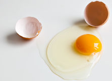 Huevo sin procesar quebrado Foto de archivo libre de regalías