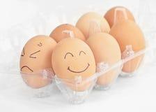 Huevo sonriente y enojado fotografía de archivo libre de regalías