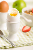 huevo Suave-hervido para el desayuno sano Imágenes de archivo libres de regalías