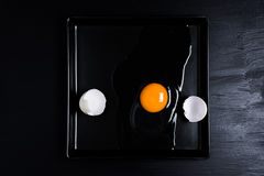 Huevo y cáscara agrietados Imagen de archivo libre de regalías