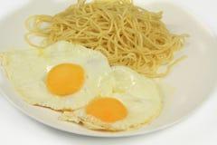 Huevo y espaguetis Imagen de archivo