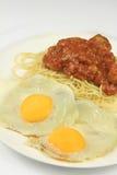 Huevo y espaguetis Fotografía de archivo libre de regalías