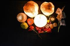 Huevo y lámparas naturales de la sal | Sal Himalayan fotos de archivo