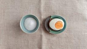 Huevo y sal Fotografía de archivo libre de regalías
