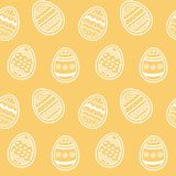 Huevos adornados hermosos del modelo sin fin en el contexto ambarino libre illustration