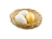 Huevos aislados en el fondo blanco fotografía de archivo libre de regalías