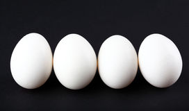 Huevos aislados en fondo negro Fotos de archivo libres de regalías