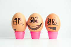 Huevos alegres tres amigos, huevos marrones Imágenes de archivo libres de regalías