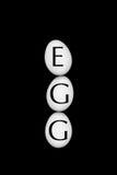 Huevos blancos en un fondo negro Fotografía de archivo libre de regalías