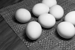 Huevos blancos en una tabla Fotografía de archivo libre de regalías