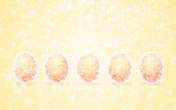 Huevos brillantes amarillos de Pascua Imágenes de archivo libres de regalías