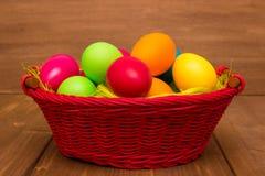 Huevos coloridos de Pascua fotografía de archivo