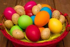 Huevos coloridos de Pascua imagen de archivo libre de regalías