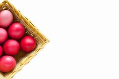 Huevos coloridos en una cesta Imagen de archivo libre de regalías