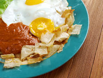 Huevos con chilaquiles Stock Images