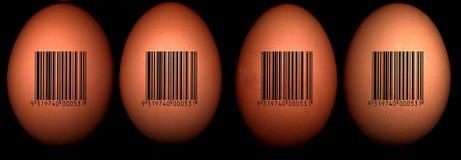 Huevos con el código de barras imágenes de archivo libres de regalías