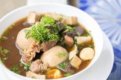 Huevos con la comida y el traidition tailandeses de la sopa Foto de archivo libre de regalías