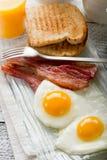 Huevos con tocino Fotos de archivo libres de regalías