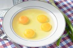 Huevos crudos, Foto de archivo libre de regalías