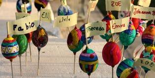 Huevos de Blowed Pascua con la insignia de nombre Fotos de archivo libres de regalías