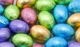 Huevos de chocolate coloridos foto de archivo libre de regalías