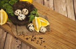 Huevos de codornices y huevos de codornices fritos de delicioso Fotografía de archivo libre de regalías