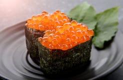 Huevos de color salmón o Ikura en estilo japonés Fotos de archivo libres de regalías
