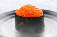 Huevos de color salmón o Ikura en estilo japonés Foto de archivo libre de regalías