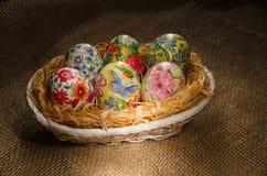 Huevos de Decoupage Pascua, hechos a mano Imagenes de archivo
