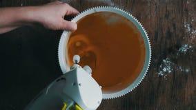 Huevos de mezcla de las yemas de huevo el revolver almacen de video
