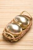 Huevos de oro de Pascua Imágenes de archivo libres de regalías
